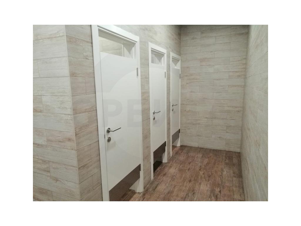 Дверь Kapelli для общественных туалетов