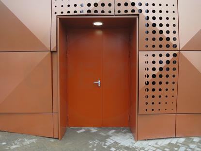 Дверь наружная утепленная противопожарная (огнестойкая) EI-60, окрашенная по RAL. Производитель:  Россия, г. Казань. Ручка системы «Антипаника», с встроенным цилиндром, внутренняя часть, «DORMA» Германия