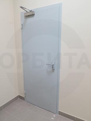Дверь внутренняя утепленная противопожарная (огнестойкая) EI-60, окрашенная по RAL. Производитель:  Россия, г. Казань. Ручка системы «Антипаника», с встроенным цилиндром, внутренняя часть, «DORMA» Германия