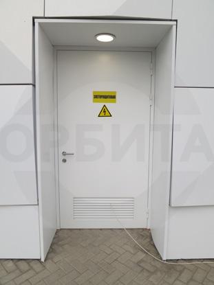 Дверь наружная утепленная одностворчатая противопожарная (огнестойкая) EI-60, окрашенная по RAL. Производитель: г.Казань,  Россия. Ручка системы «Антипаника», внутренняя часть, «DORMA», Германия