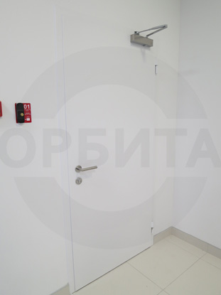 Дверь внутренняя утепленная противопожарная (огнестойкая) EI-60, окрашенная по RAL. Производитель: г.Казань,  Россия. Ручка системы «Антипаника», со встроенным цилиндром, внутренняя часть, «DORMA» Германия