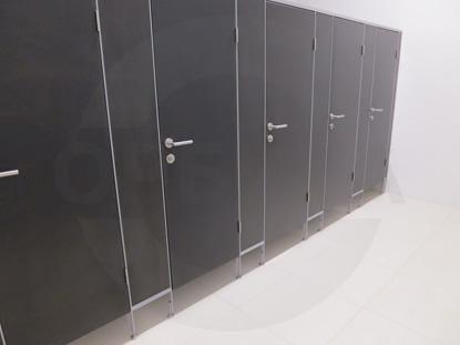Перегородки сантехнические, материал - панели HDF. Ручка нажимная, нержавеющая сталь, «HOPPE» Германия