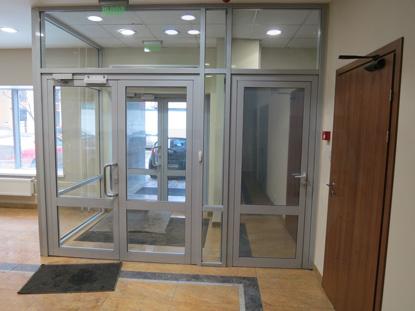 Двери профильные двустворчатые (двупольные) со стеклом. Цвет RAL 7035. Производство: г.Москва, Россия