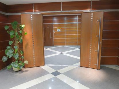Дверь деревянная усиленная шпонированная двустворчатая (распашная) для офиса. Шумоизоляционная 42 db. Производитель: «Вильянди», Эстония. Фурнитура: «ABLOY», Финляндия