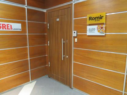 Дверь входная металлическая с декоративной накладкой из МДФ, облицованной покрытием из полипропилена. Система доступа в помещение: «СКУД»