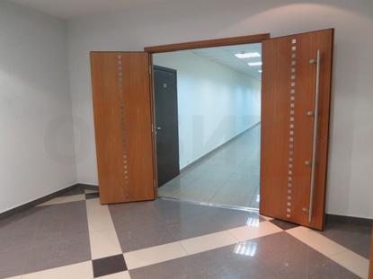 Дверь деревянная усиленная шпонированная двустворчатая (распашная) для офиса, шумоизоляционная 42 db. Производитель: «Вильянди», Эстония. Фурнитура: «ABLOY», Финляндия