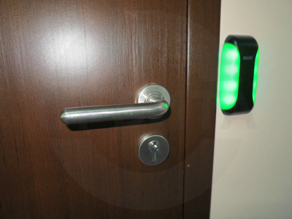 Фурнитура для дверей в офис