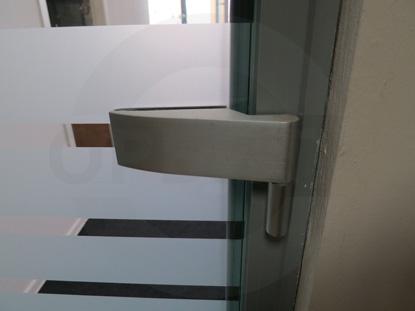 Петля для стеклянных дверей в алюминиевом профиле