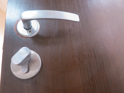 Фурнитура для дверей в офис. Производитель: «Doorlock», Россия. Цилиндр: «Ключ-Поворотник». Производитель: «ABUS», Германия
