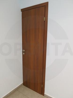 Дверь ламинированная облегчённая для офиса, цвет – Груша. Производитель: «Д.Крафт», Россия. Фурнитура для офисных дверей, цвет – Хром. Производитель: «Doorlock», Россия