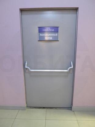 Пластиковые двери КАПЕЛЬ / Kapelli в цвете RAL7040, с вентиляционными решетками