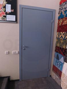 Офисная облегчённая дверь (финского типа). Заполнение: сотовый картон. Покрытие: Окраска RAL-7040. Производство: Россия, Санкт-Петербург, «Д.Крафт»