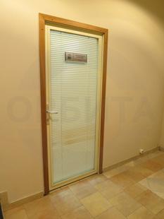 Внутренняя алюминиевая дверь со стеклом. Покрытие: окраска по RAL. Фурнитура: «HOPE». Производство: Россия, Москва