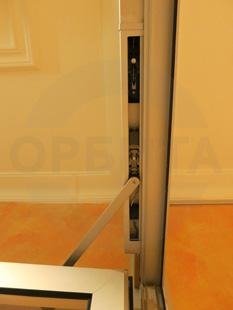Внутренняя входная группа из алюминия. Ручки: нержавеющая сталь. Доводчики: скрытый (встроенный) «ABLOY». Производство: Эстония