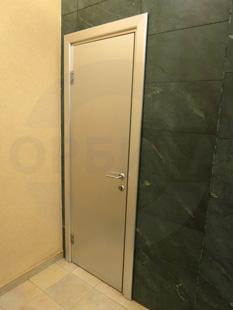 Межкомнатная декоративная дверь. Заполнение: экструдированное ДСП. Покрытие: МДФ облицованное серебристым CPL. Производство: Италия