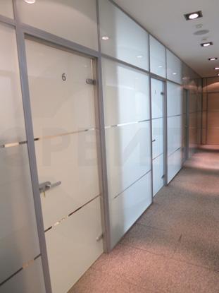 Офисные перегородки с безрамными дверьми