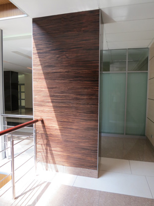 Стеновые панели МДФ, облицованные натуральным шпоном Зебрано (Zebrano). Пр-во Эстония