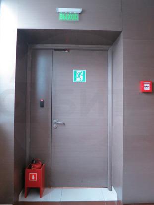 Входные усиленные металлические двери с накладной декоративной панелью из МДФ, натуральный шпон - Орех